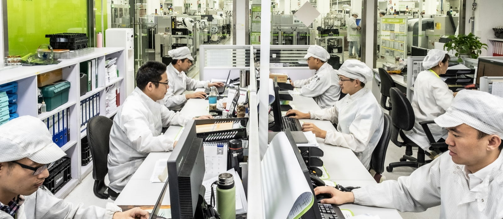 Valeo team working in China plant