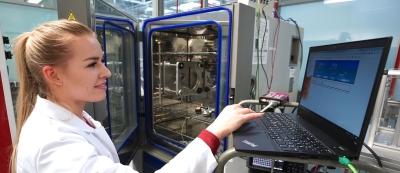 Valeo employee working in Poland Skawina plant