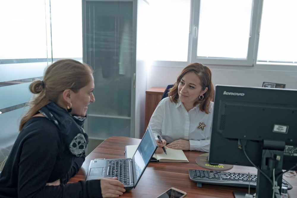 two women employees in a meeting at Valeo Bursa Turkey