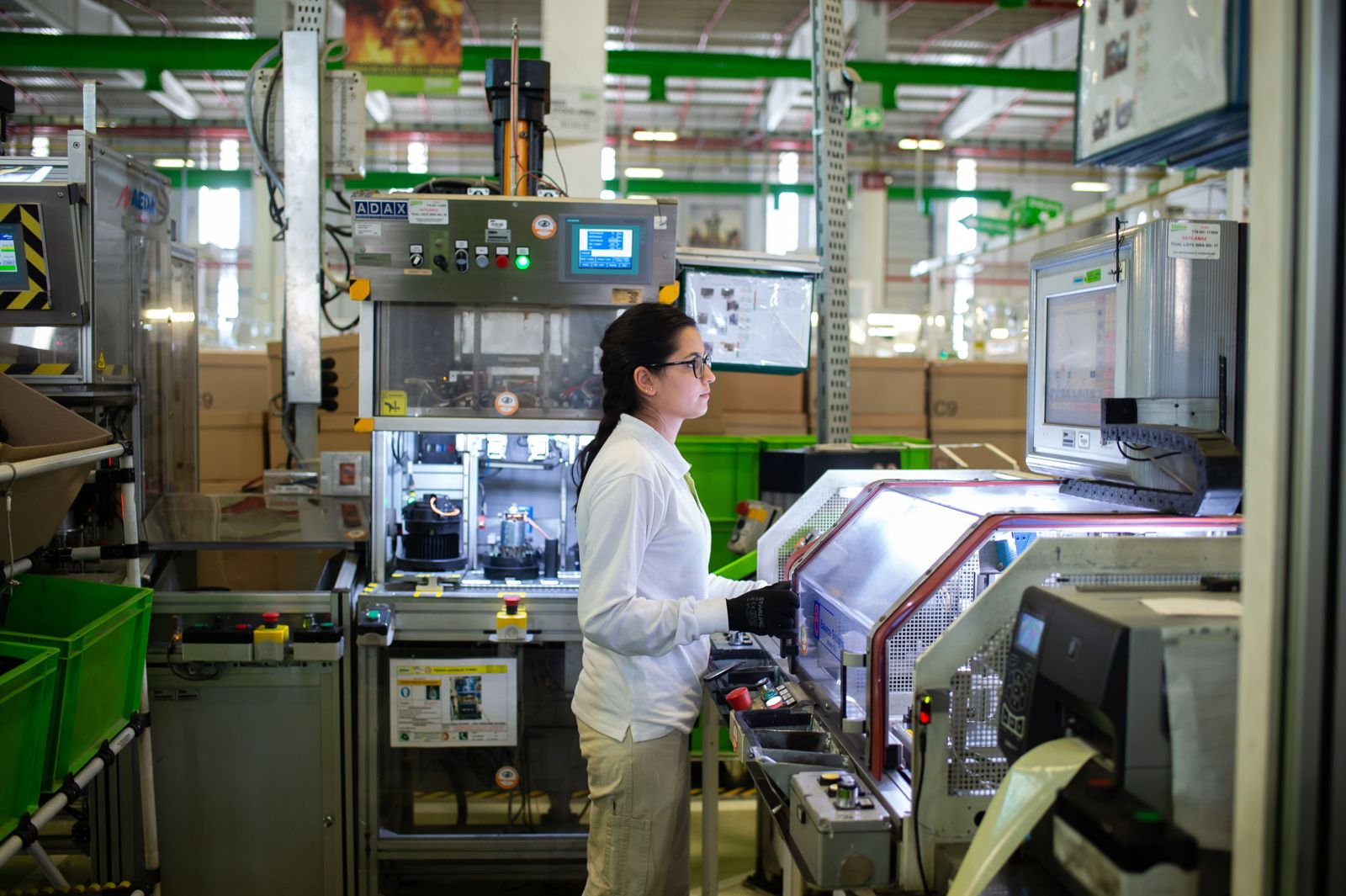 female employee working in Valeo production plant in Bursa Turkey