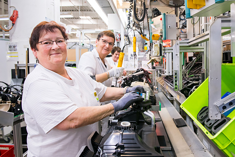 Employees at a Valeo Germany plant