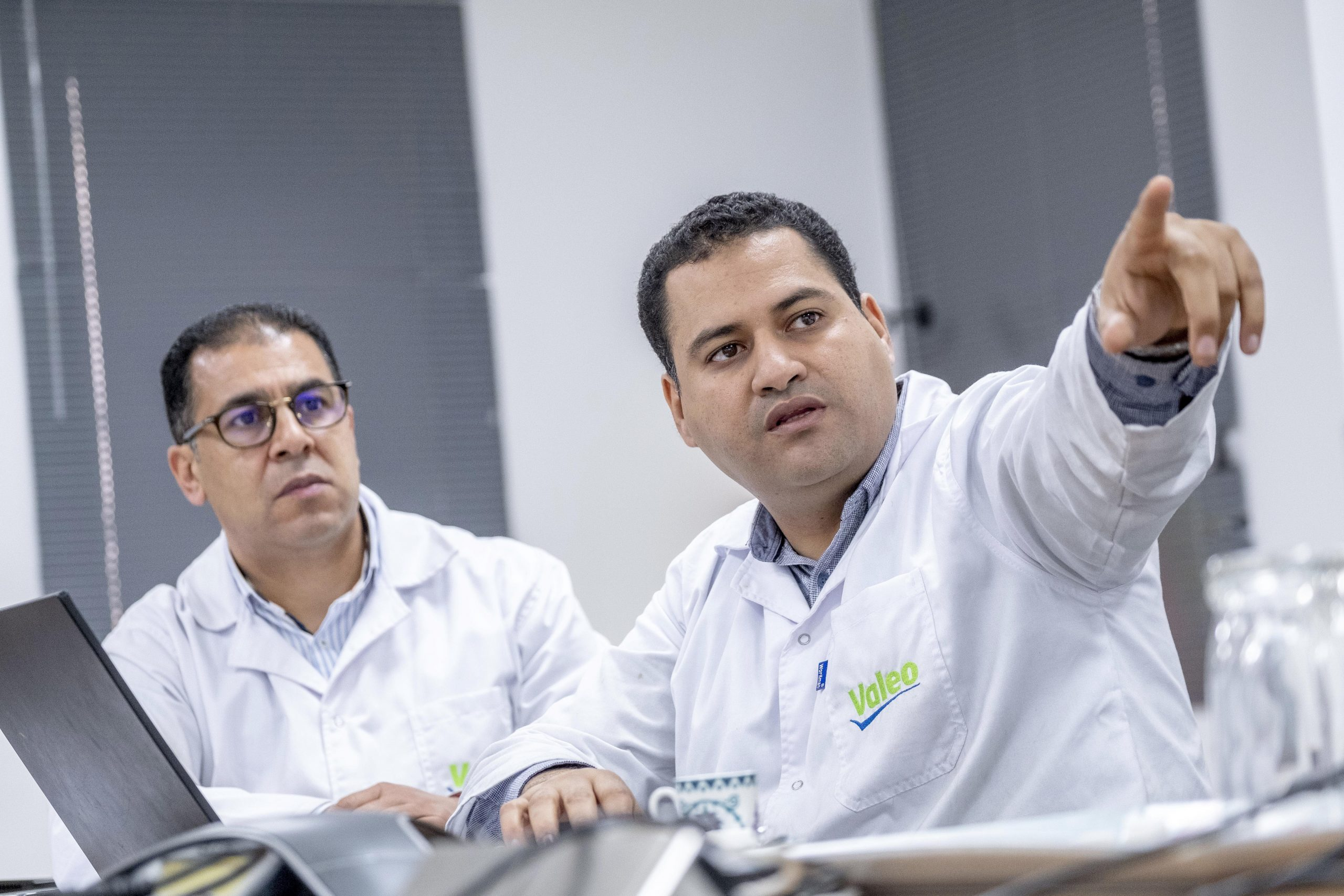 Two workers at Valeo Tunisia