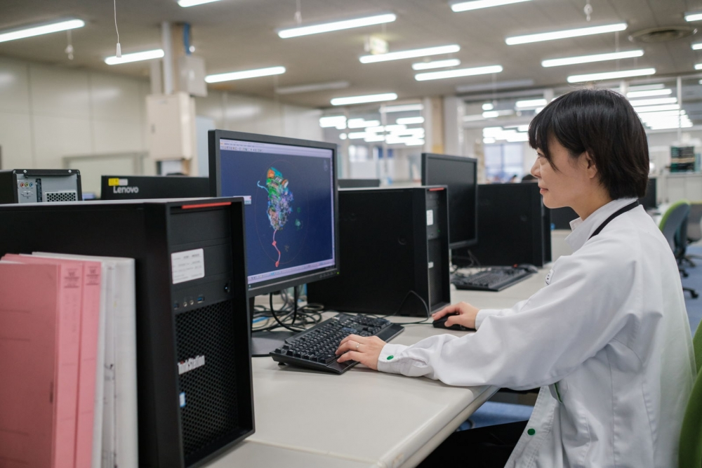 a Valeo employee in a Japan plant