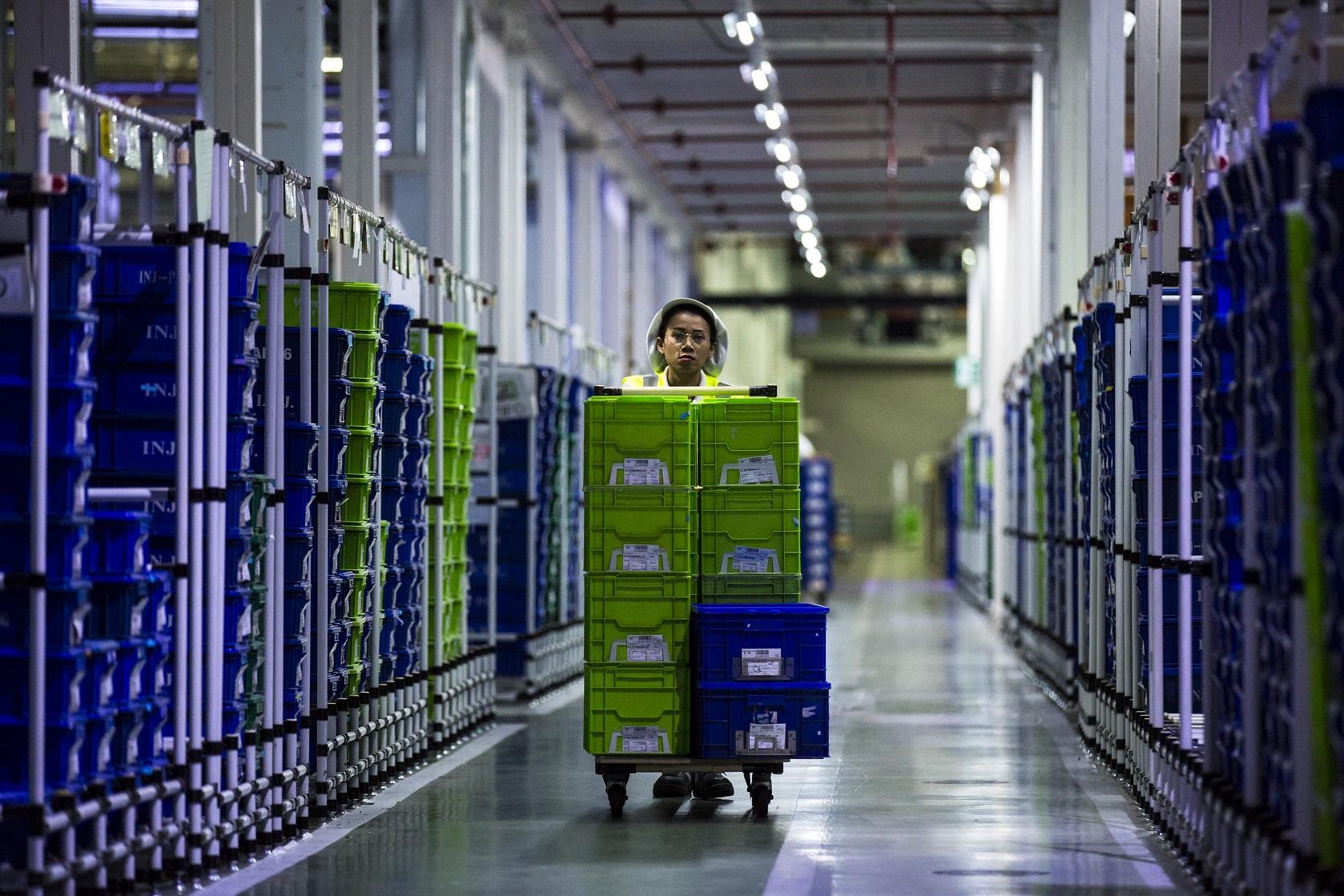 Mitarbeitende in der Logistik