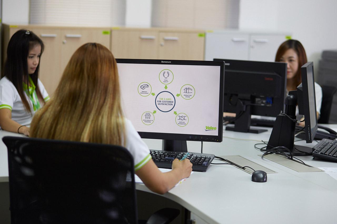 Angestellte am Computer